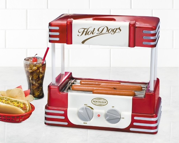 Cooks up to 8 regular size hot dogs or 4 foot long hot dogs
